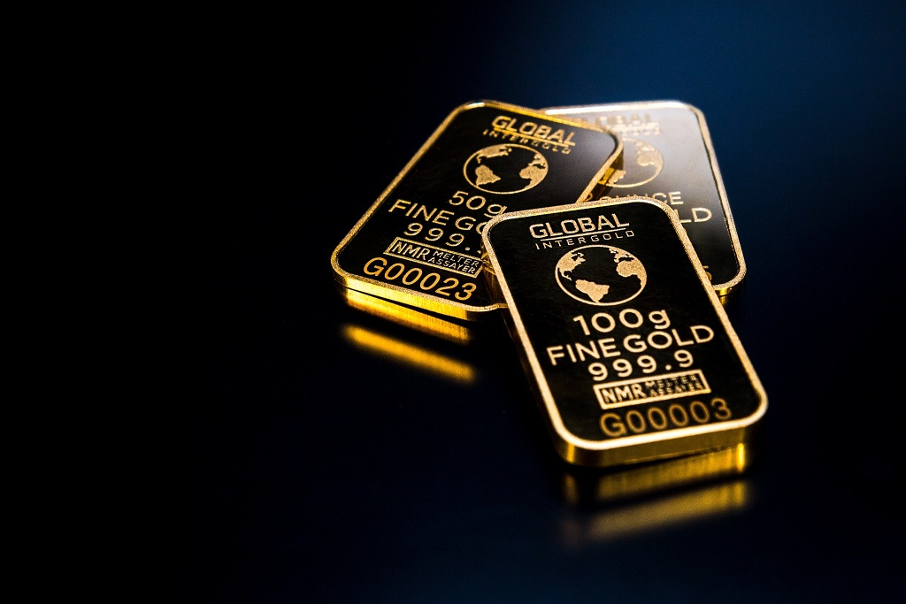 金投資の2種の投資信託と純金積立を比較